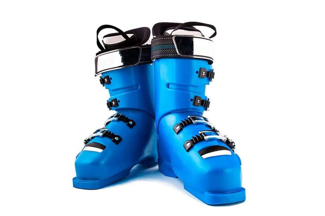 Wer Schnee liebt, kann gar nicht früh ... anziehen und die Pisten runterwedeln.  | Foto: BillionPhotos.com - stock.adobe.