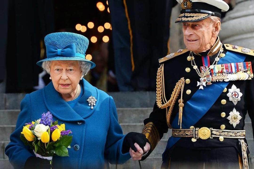Das royale Ehepaar gilt wegen des hohe... als besonders gefährdet (Archivbild).    Foto: Andy Rain (dpa)