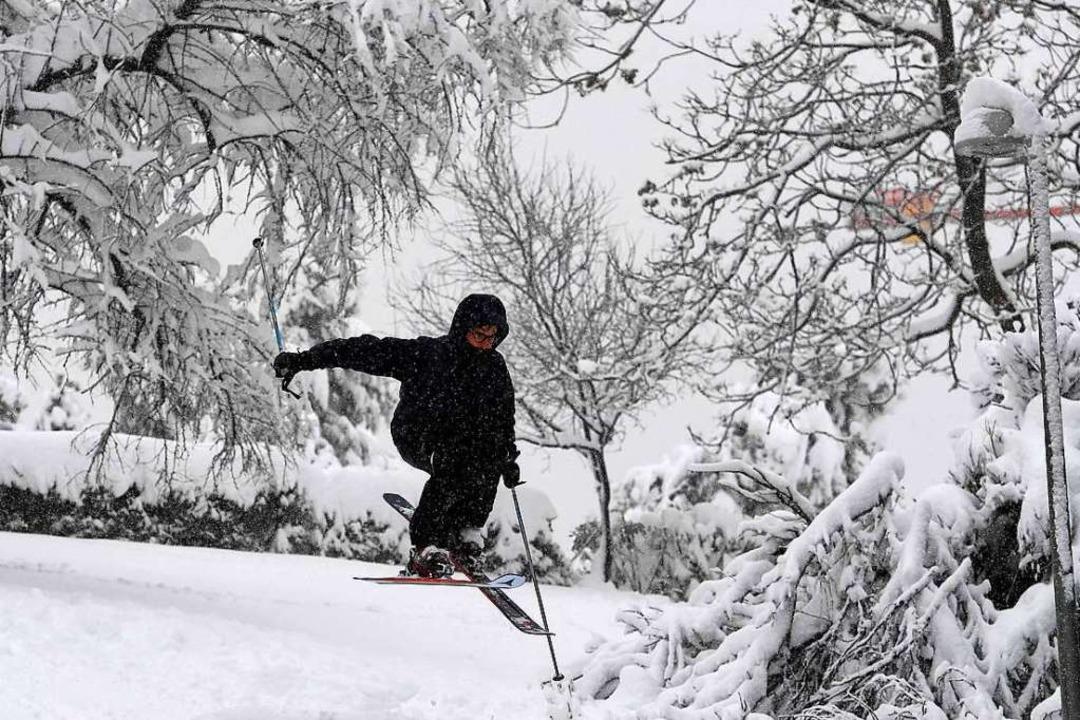 Der Schnee in Madrid wird auch zum Freizeitsport genutzt.  | Foto: PIERRE-PHILIPPE MARCOU (AFP)