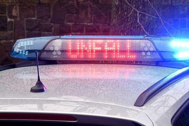 Autofahrer stirbt nach Zusammenstoß mit Betonmauer