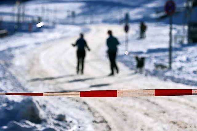 Viele Ausflügler tummeln sich am Wochenende in Schneegebieten