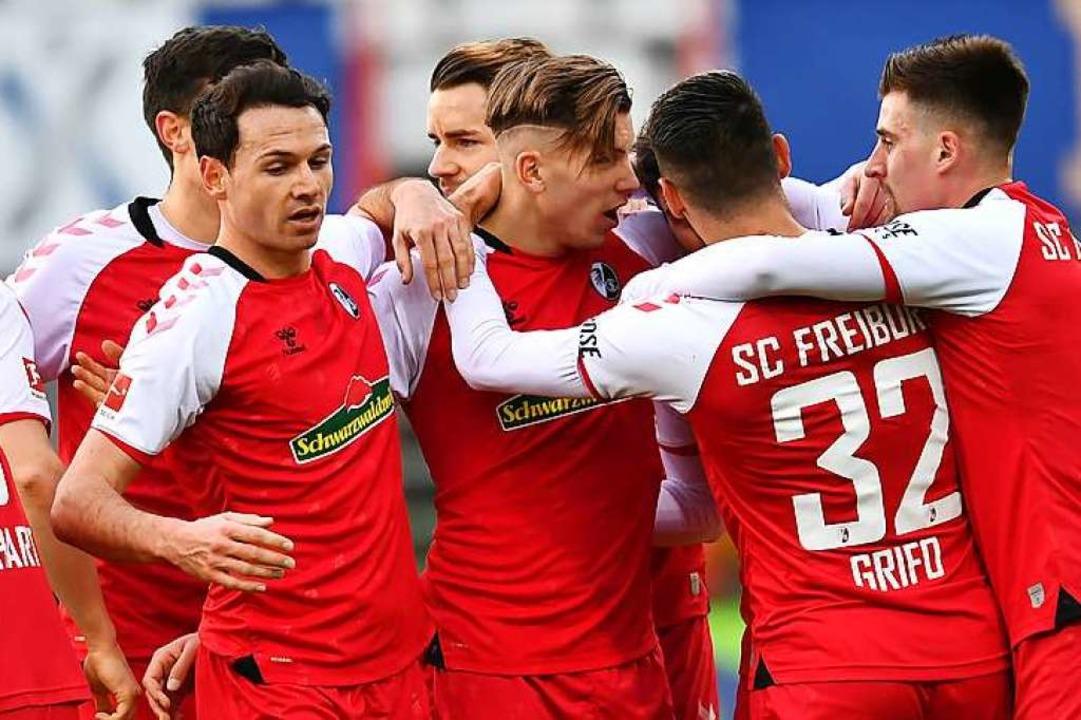 Kollektiver Jubel der  SC-Spieler  nach einem der fünf Treffer  | Foto: SC Freiburg/Achim Keller