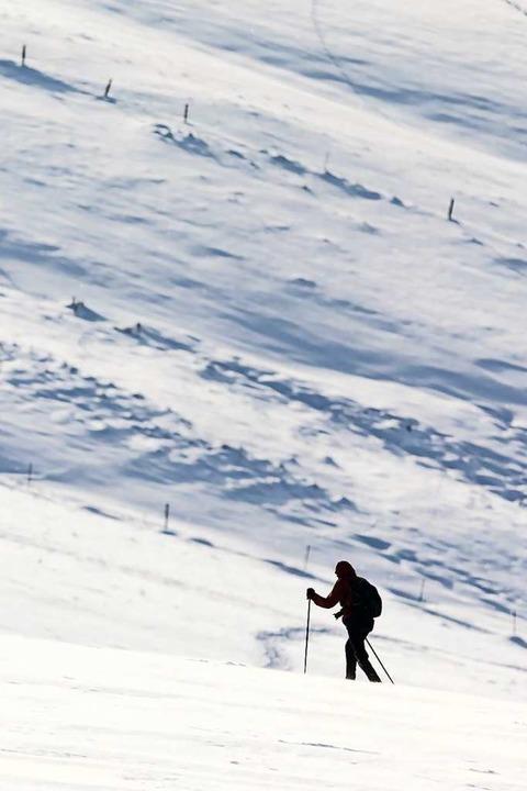 Allein unterwegs im Schnee: So macht man gewiss  nichts falsch.  | Foto: Philipp von Ditfurth (dpa)