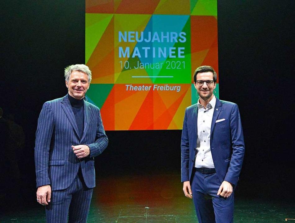 Jörg Pilawa und OB Martin Horn vor Beg...nee auf der Bühne des leeren Theaters.    Foto: Michael Bamberger