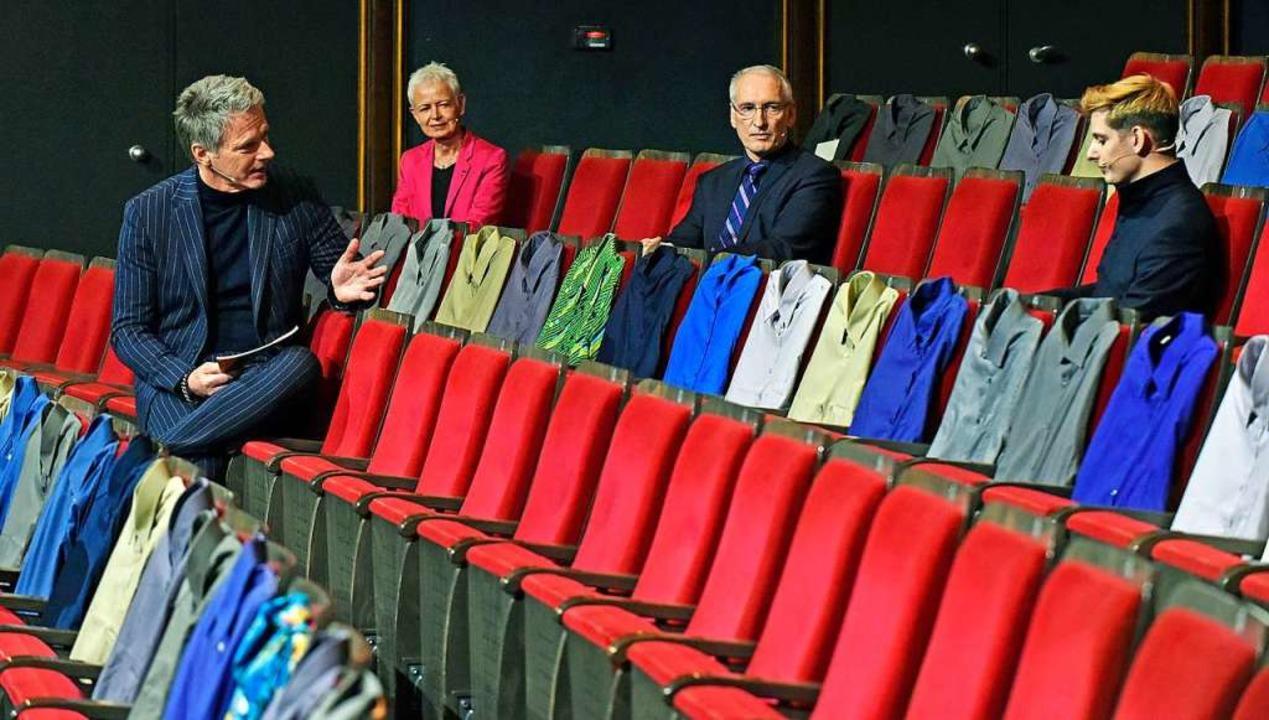 Jörg Pilawa interviewte unter anderem ...d Theater-Mitarbeiter Dominik Häusler.  | Foto: Michael Bamberger