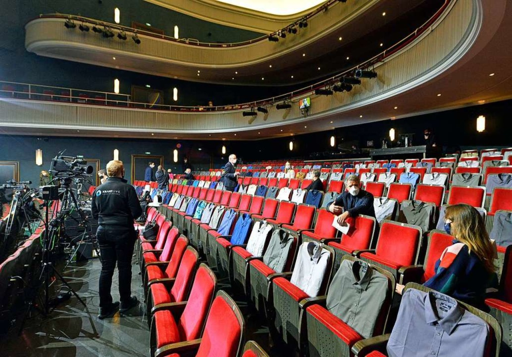Volles Programm im fast leeren Großen Haus des Theaters  | Foto: Michael Bamberger