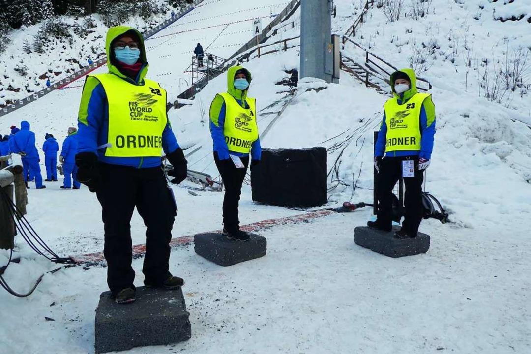 Linda Kerler, Alicia Bausch und Bianca...üße hilft Styropor (auch nicht immer).  | Foto: Peter Stellmach
