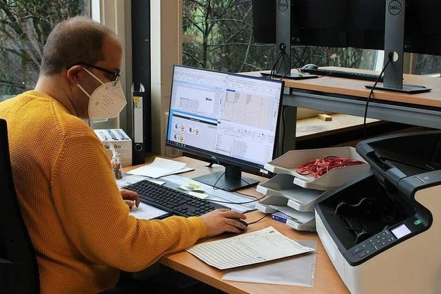 Aus Papierbergen werden im IngA-Scanzentrum in Wiechs Dateien