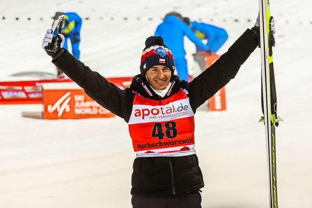 Feierte seinen 39. Weltcup-Sieg und zo...olnischen Landsmann Adam Malysz gleich  | Foto: Philipp von Ditfurth (dpa)