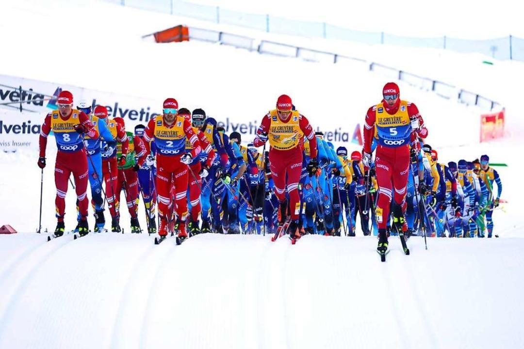 Der rote Russen-Express verdeckt Janos... Lenzkircher auf Rang sechs beendete.     Foto: Alessandro Trovati (dpa)
