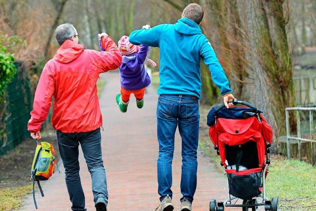 Papa, Papa, Kind: Gleichgeschlechtlich...ch ihren Kinderwunsch erfüllen können.    Foto: Jens Kalaene