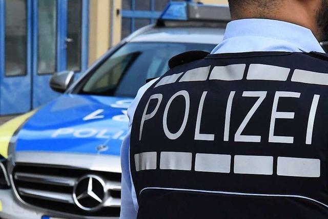 Auto brennt auf der Wiesentalstraße in Lörrach aus