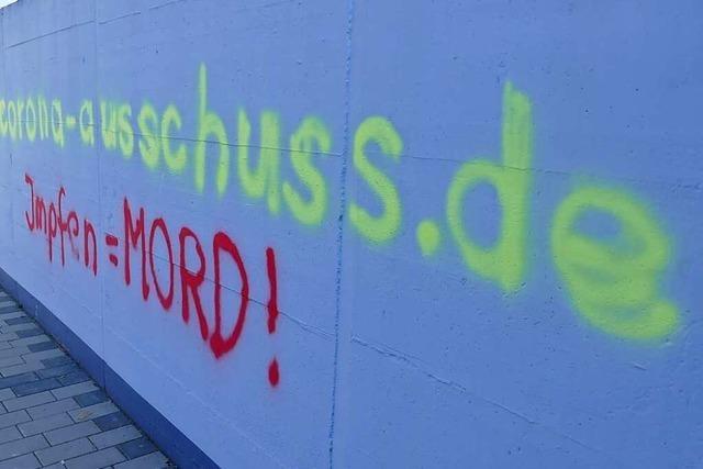 Polizei ermittelt wegen eines Anti-Impf-Graffitos in Lörrach