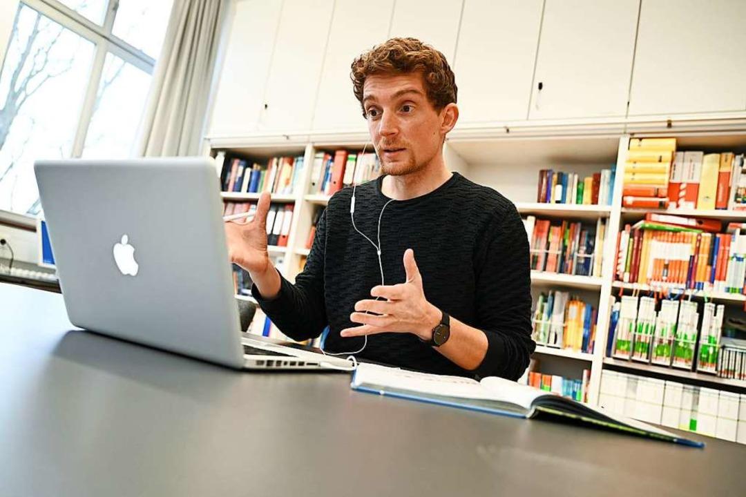 Ein Ravensburger Lehrer beim Online-Unterricht    Foto: Felix Kästle (dpa)