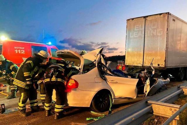 Tödlich endete am Sonntag die Fahrt eines jungen BMW-Fahrers