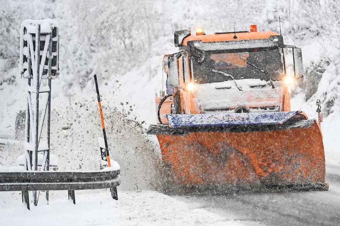 Aufgrund des starken Schneefalls kommt...Behinderungen im Verkehr (Symbolbild).    Foto: Patrick Seeger