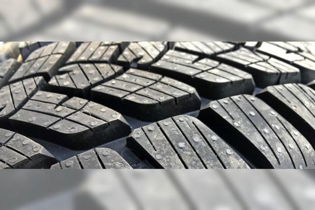 Smartphone zeigt das Reifenprofil