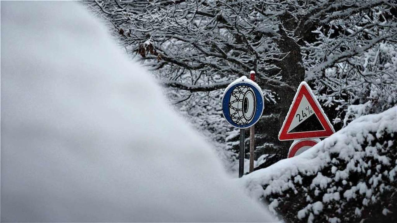 Die Polizei warnt vor Verkehrsbehinderungen wegen Schneefalls.  | Foto: Susanne Gilg
