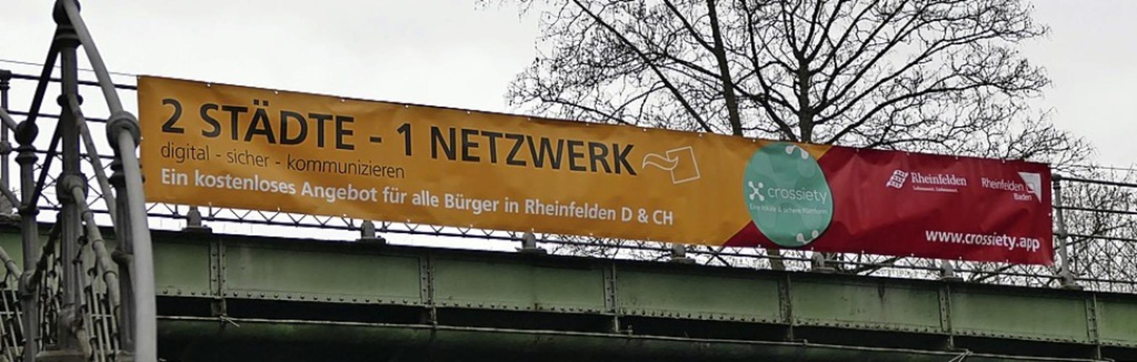 Zwei Städte, ein Netzwerk: Crossiety-Werbung an der Basler Straße  | Foto: Dora Schöls