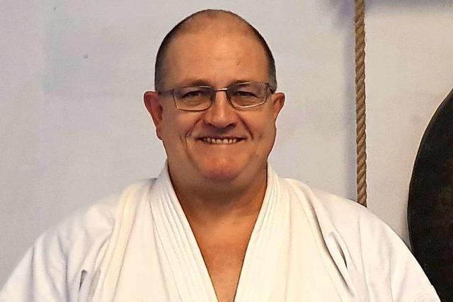 Karate-Weltmeister Karl-Hans König bildet seine Schüler virtuell aus