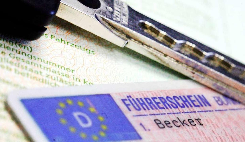 Gültig oder nicht? Die Beurteilung eines Führerscheins sorgt für Unmut.  | Foto: Marius Becker (dpa)