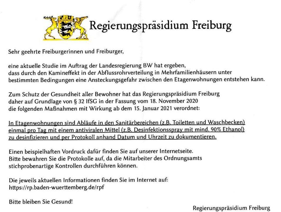 Diese Zettel mit gefälschten Corona-An...in zahlreichen Freiburger Briefkästen.  | Foto: Repro: BZ