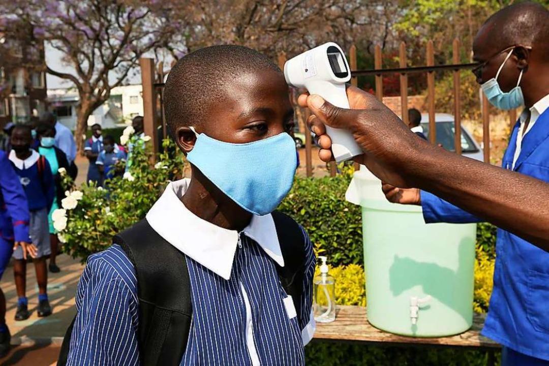 In ärmeren Ländern – hier ein Ki...deutlich rarer als in reichen Ländern.  | Foto: Tsvangirayi Mukwazhi (dpa)