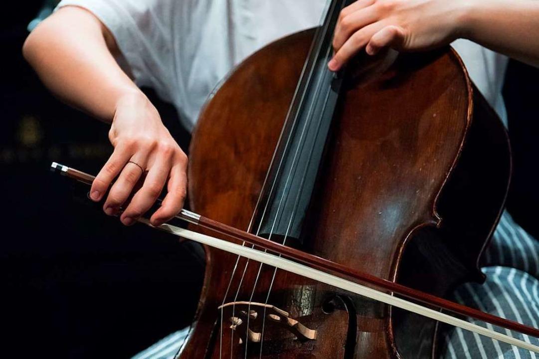 Manche sagen,  das Cello habe den mens...;, sagt Psychoanalytikerin Karin Nohr.  | Foto: Hendrik Schmidt