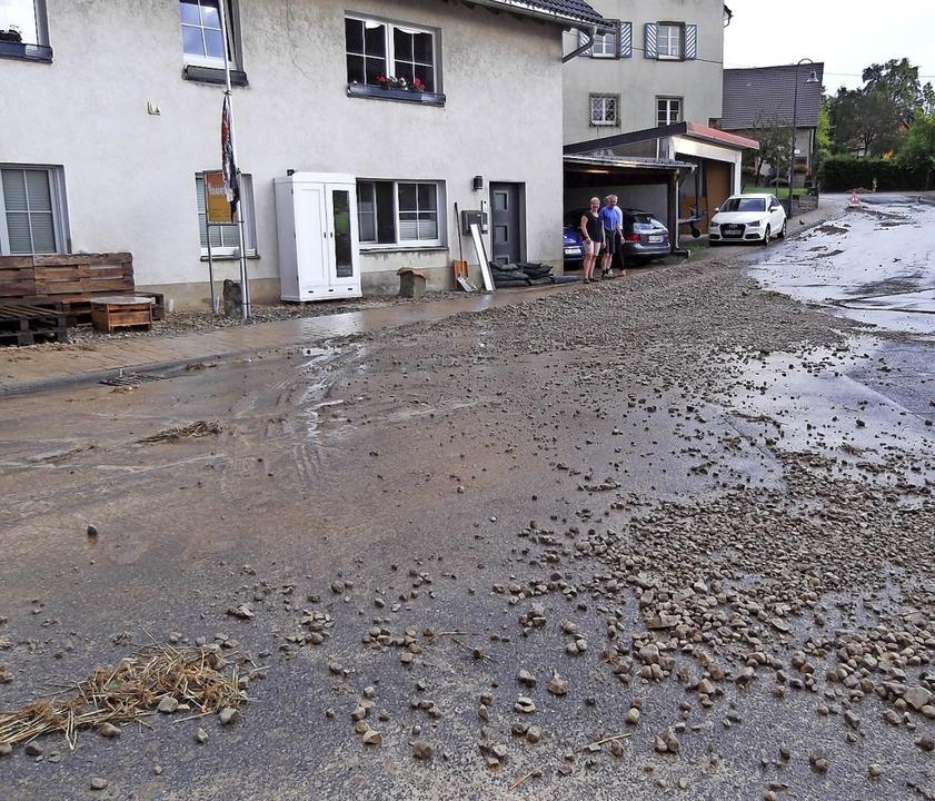 Ein kräftiges Unwetter sorgte Mitte Au...bei wurde auch viel Geröll angespült.   | Foto: Gertrud Rittner