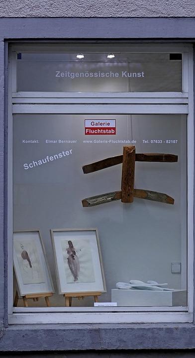 Kunst im Vorbeigehen: das Schaufenster der Staufener Galerie Fluchtstab  | Foto: Hans-Peter Müller
