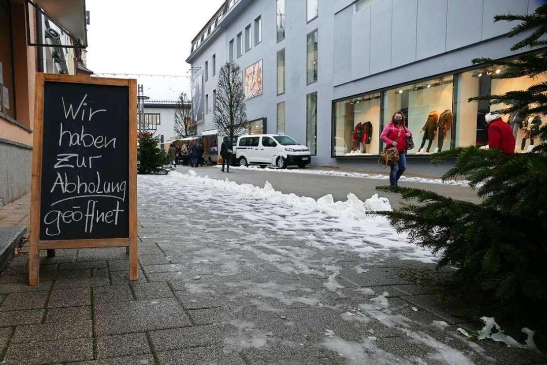 Geschäfte in der Bad Säckinger Innenst...estellte Waren abgeholt werden können.  | Foto: Stefan Mertlik