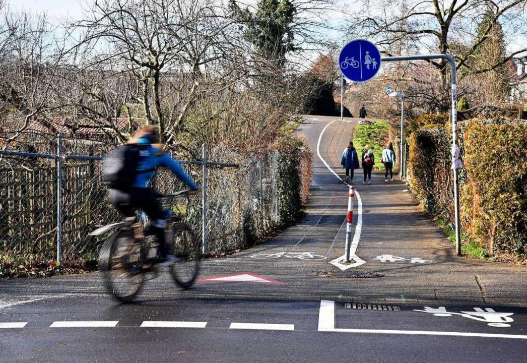 Einen Fuß- und Radweg gibt es bereits ... neuen Rad-Vorrang-Route zu fungieren.  | Foto: Thomas Kunz