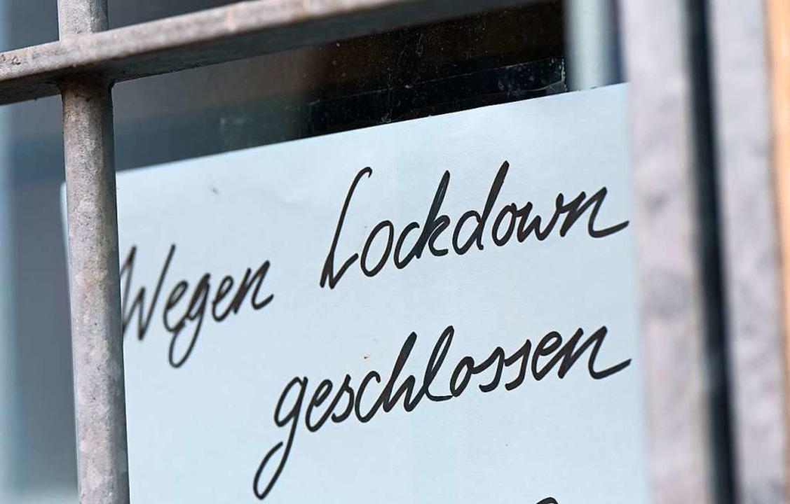 Die Corona-Pandemie hat großen Teil der Wirtschaft das Jahr 2020 verhagelt.  | Foto: Arne Dedert (dpa)