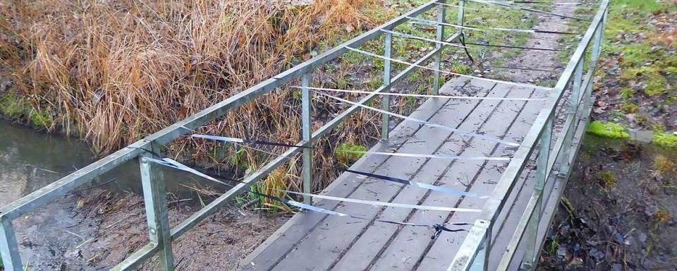 Erneut haben Unbekannte Magnetbänder über Rad- und Fußwege gespannt
