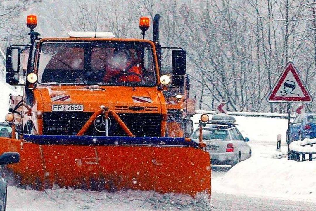 Schneefall beeinträchtigt aktuell den Verkehr unter anderem im Höllental.    Foto: dpa