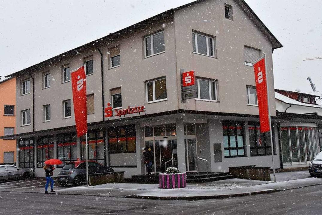Die alte Wyhlener Sparkassen-Filiale soll erneuert werden.    Foto: Heinz und Monika Vollmar