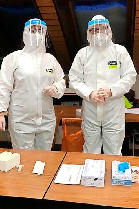 Das Testteam auf Außeneinsatz: PTA Sonja Scherb (links) und  Michael Kunkel.    Foto: Privat