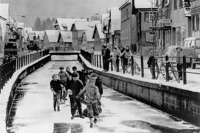 Eislaufen auf dem Dorfbach