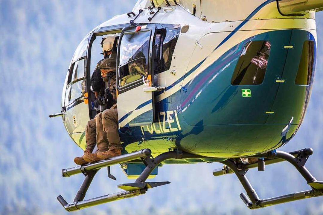 Die Polizei suchte im Juli 2020 mit ei...chraubern rund um Oppenau nach Yves R.  | Foto: Philipp von Ditfurth (dpa)
