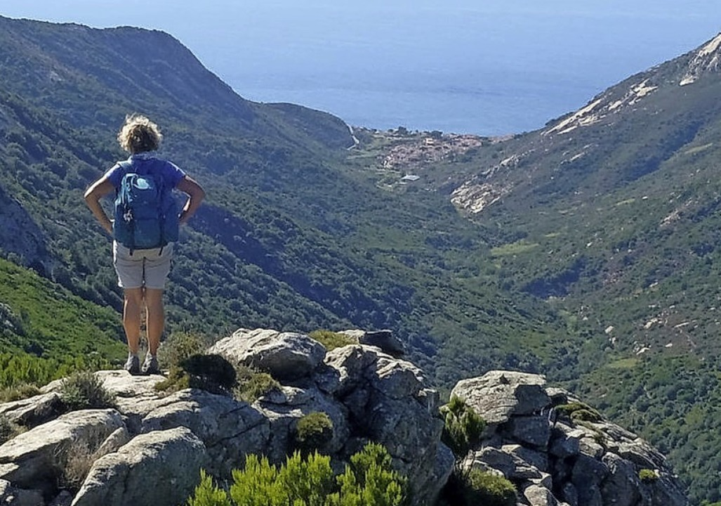 Der Lohn für all den Schweiß: Ausblick über das Valle Pomonte  | Foto: Florian Sanktjohanser (dpa)