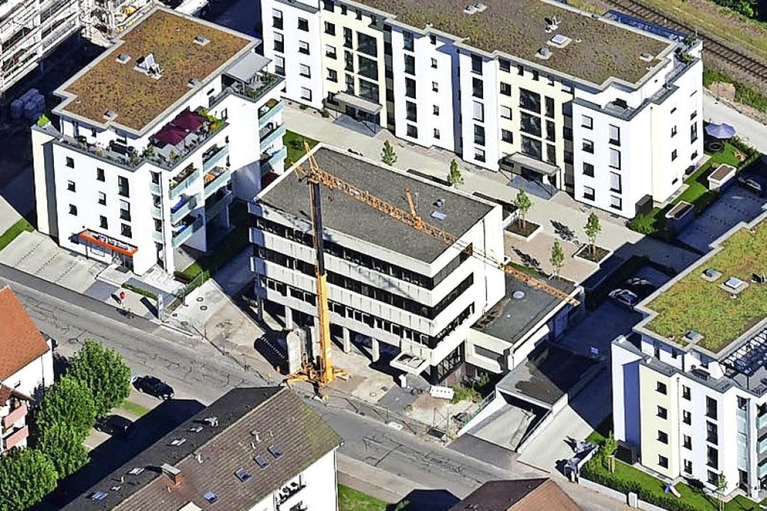 Das frühere Rietschle-Hochhaus (Mitte)...oggenbachstraße und Schlattholzstraße.    Foto: Erich Meyer
