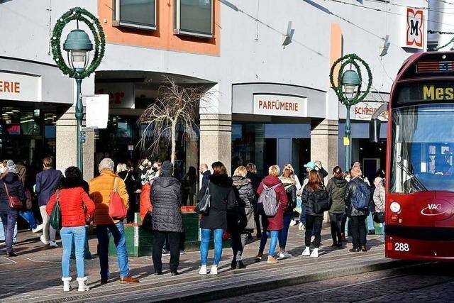 Freiburger Drogeriemärkte müssen Teile des Sortiments absperren