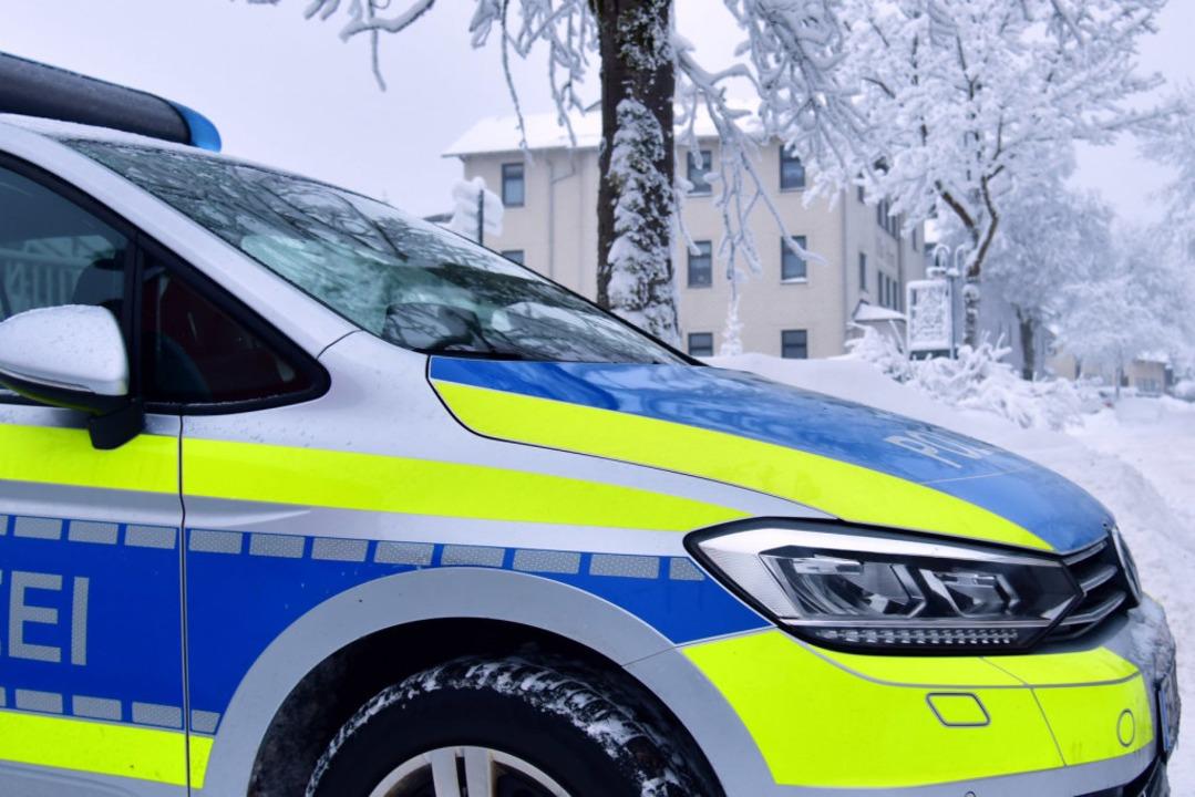 Polizisten reanimierten die Frau zunächst (Symbolbild).  | Foto: Martin Schutt (dpa)