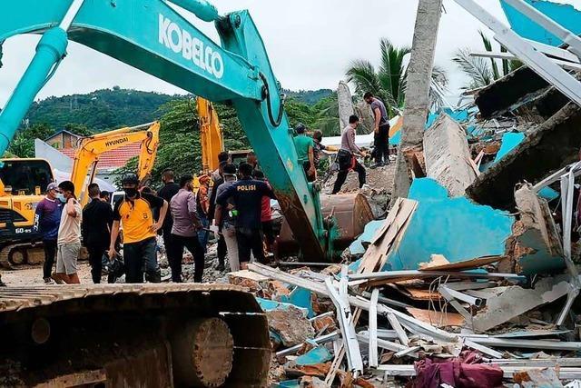Mehrere Tote nach schwerem Erdbeben in Indonesien