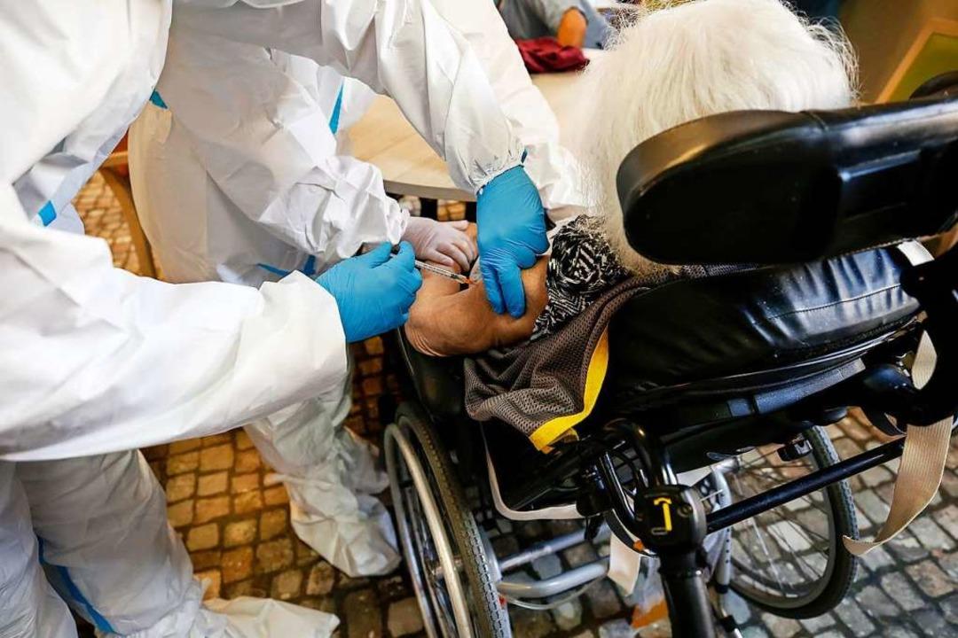 Impftermine gegen das Coronavirus soll... vor allem für Senioren – geben.  | Foto: Cecilia Fabiano (dpa)