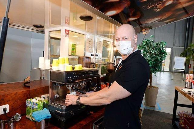 Beim Impfen auf der Messe geht Cappuccino am besten