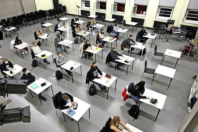 Klassenarbeiten in Präsenz trotz Lockdown schreiben – ist das sinnvoll?