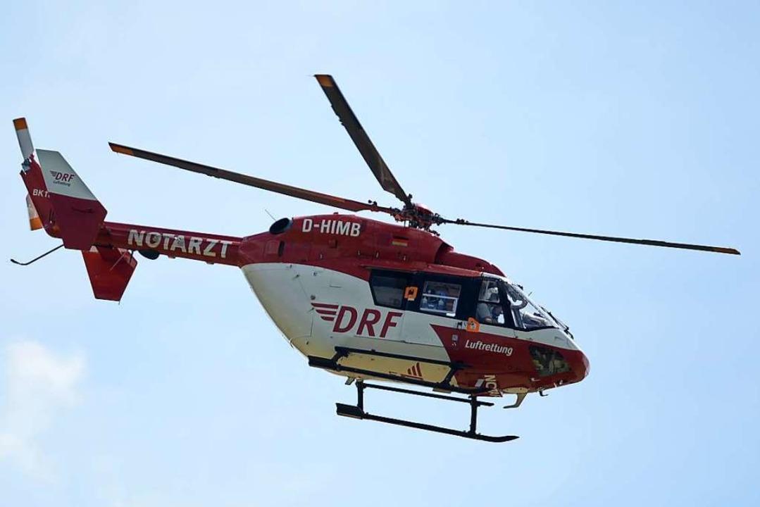 Der Rettungshubschrauber brachte die Frau in eine Freiburger Klinik.  | Foto: Patrick Seeger