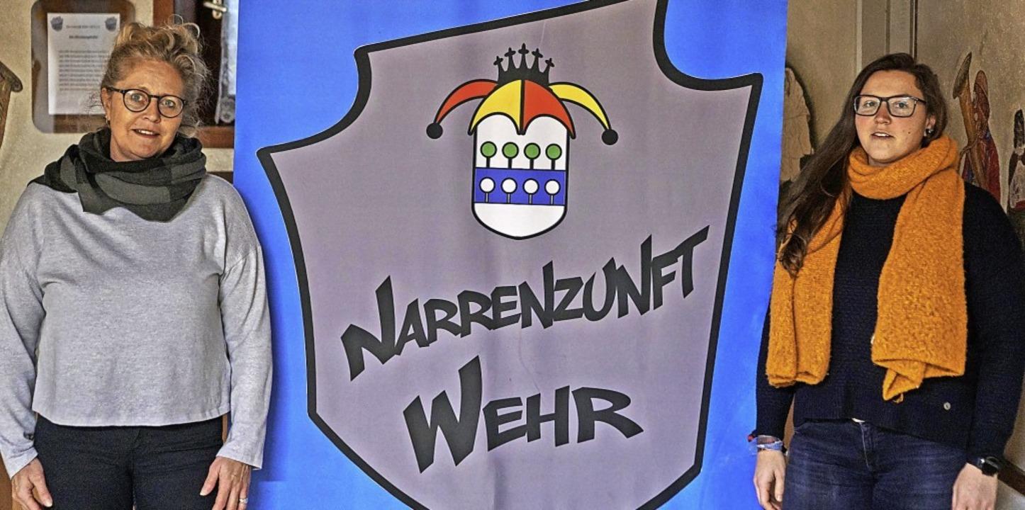 Engagiert: Petra Meier (links) und Sar... Wehrer Narrenzunft trotz Corona hoch.  | Foto: Julia Becker