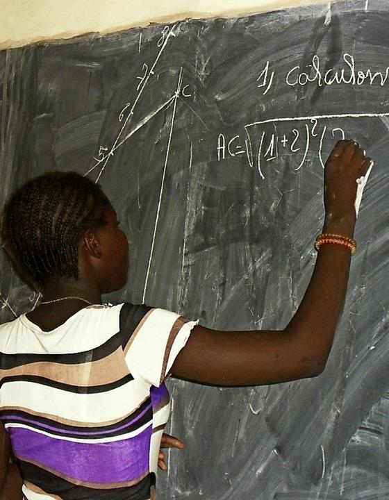 Auch Mathe steht auf dem Lehrplan  | Foto: Georges Bazié/Stiftung Brücke